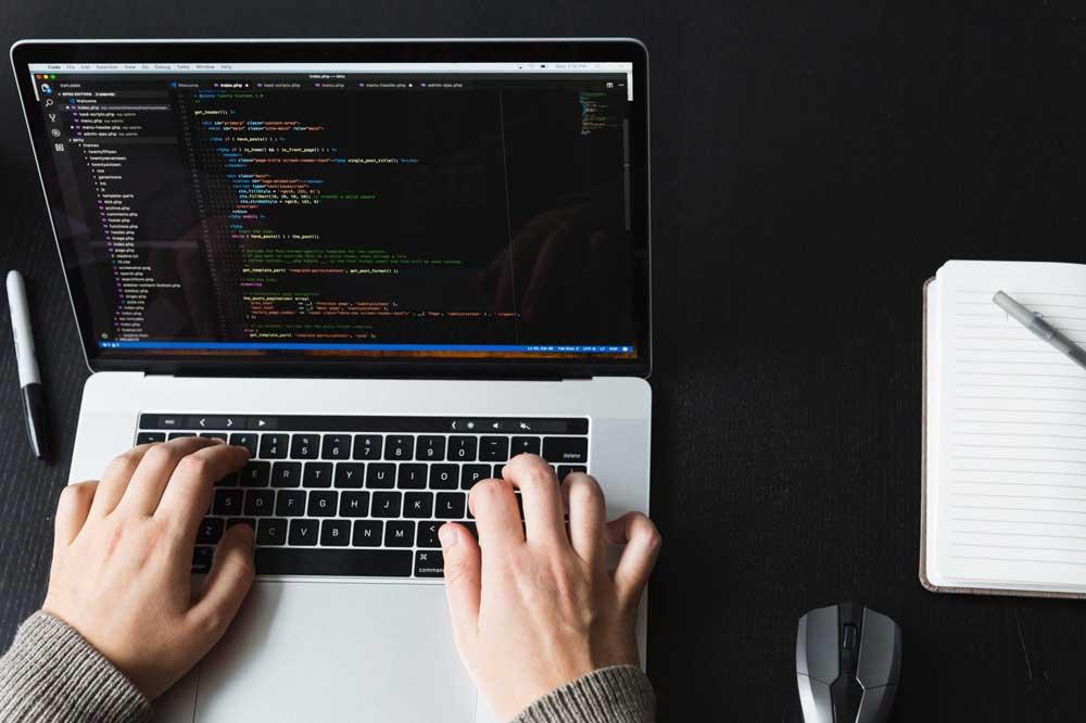ویژگی های شغل برنامه نویسی