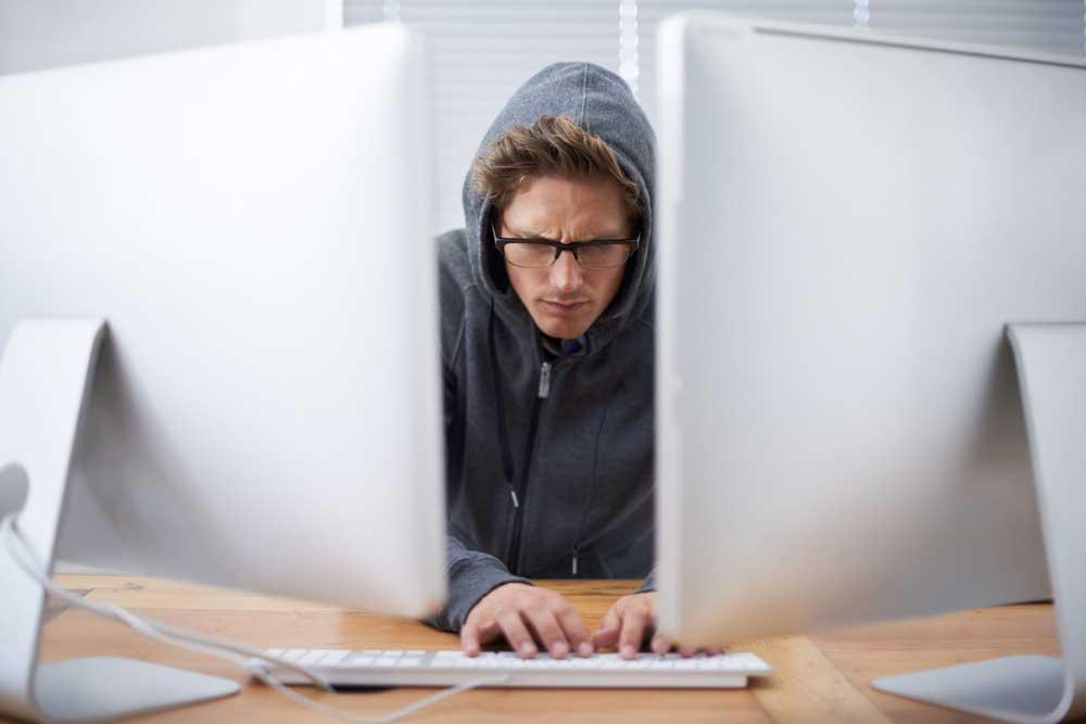 آشنایی با انواع هکرها، هکر کلاه خاکستری