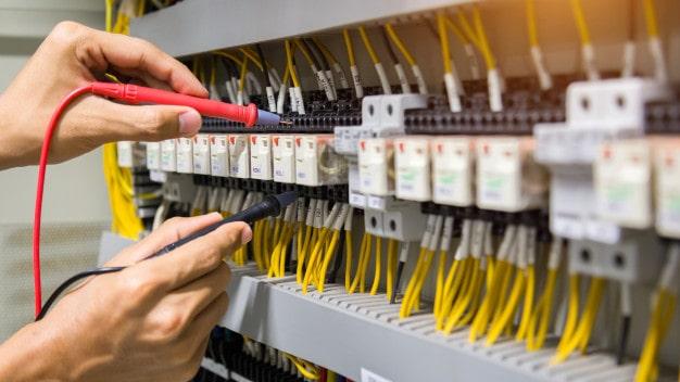 اپلای و تحصیل در خارج به عنوان مهندس برق