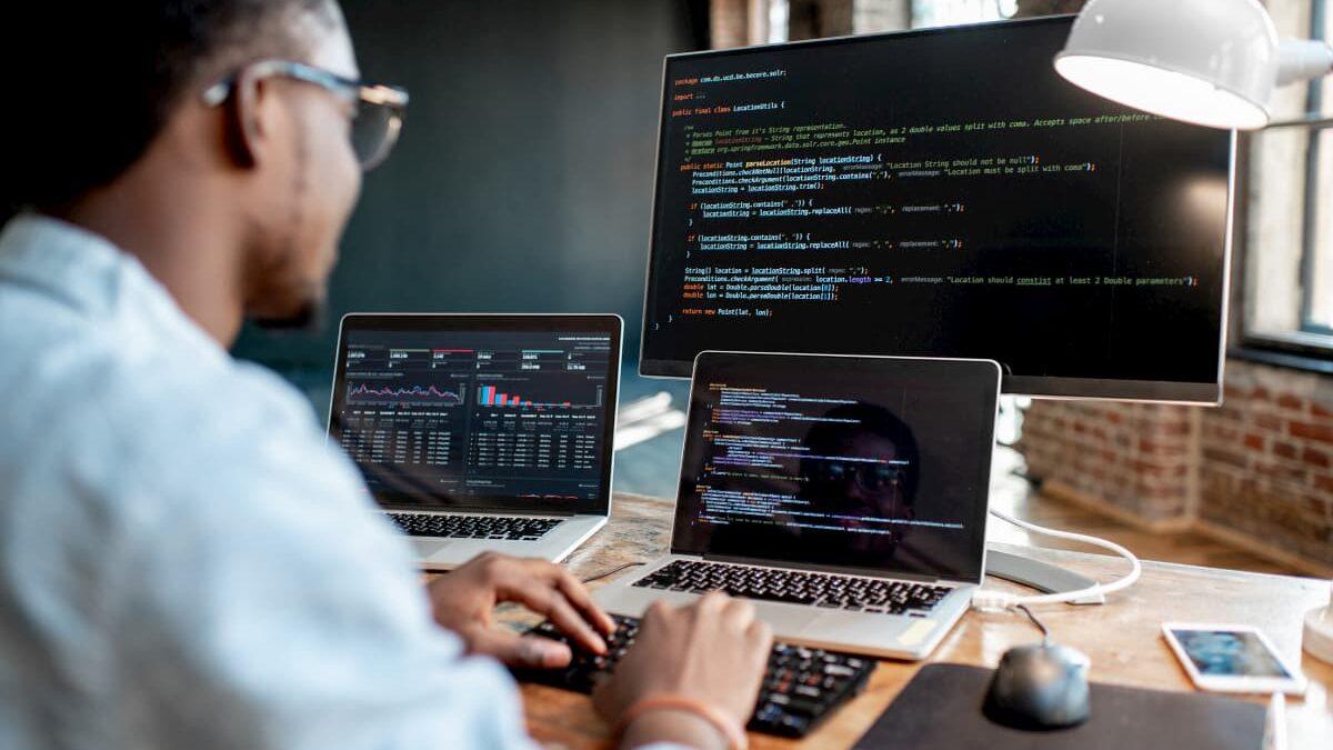 متخصص هوش مصنوعی کیست و چگونه متخصص هوش مصنوعی شویم؟